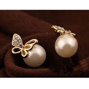 Beautiful pearl gold earring